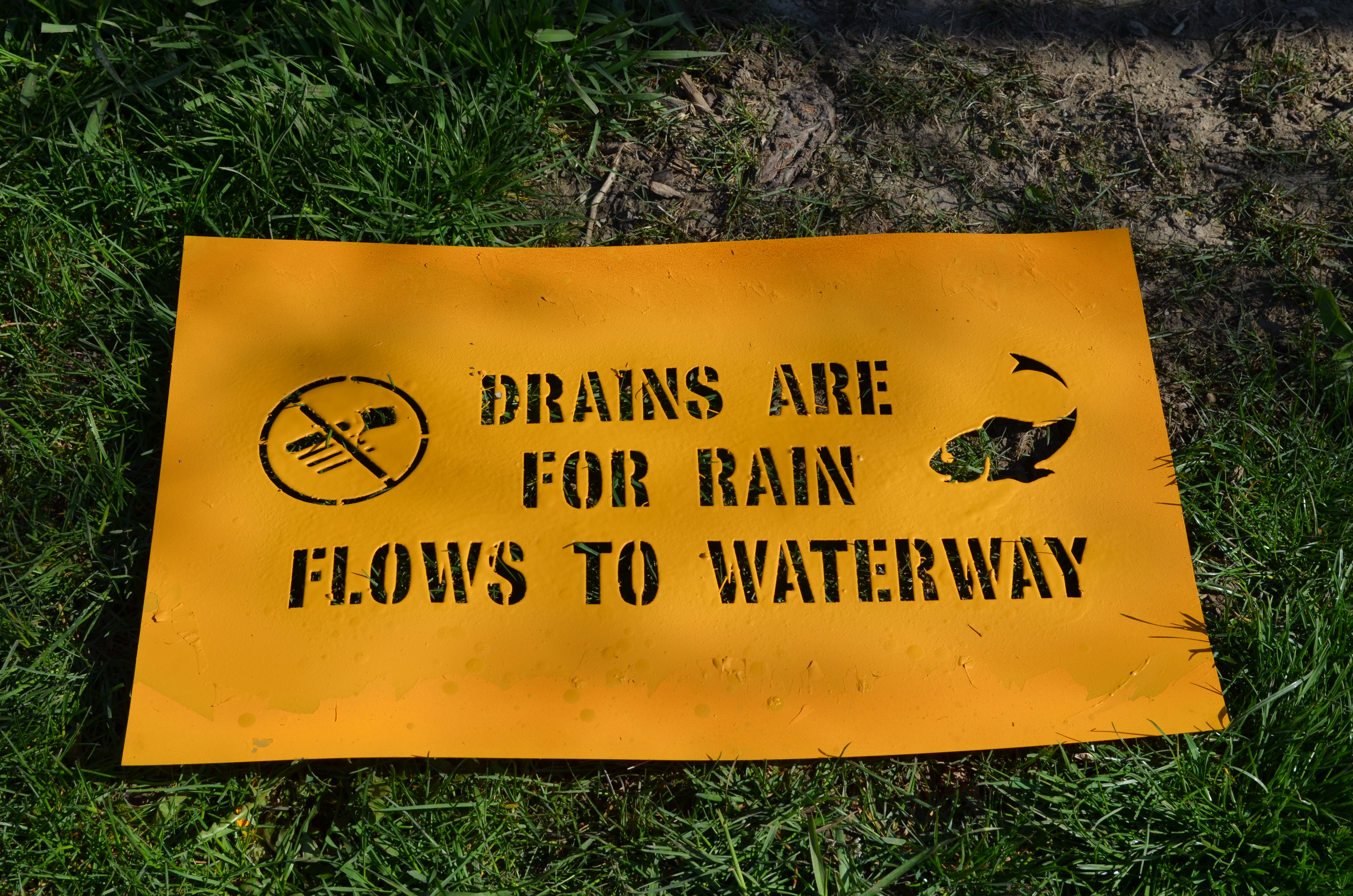 Yellow paint alerts us to keep 
